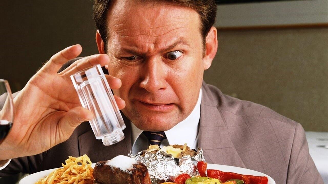 Theo PGS.TS Đỗ Gia Tuyển: ăn mặn làm tăng nguy cơ sỏi thận